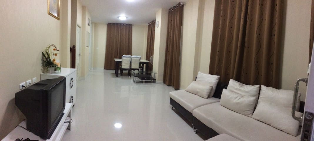 House for large group in Bangkok (entire house) - Bangkok