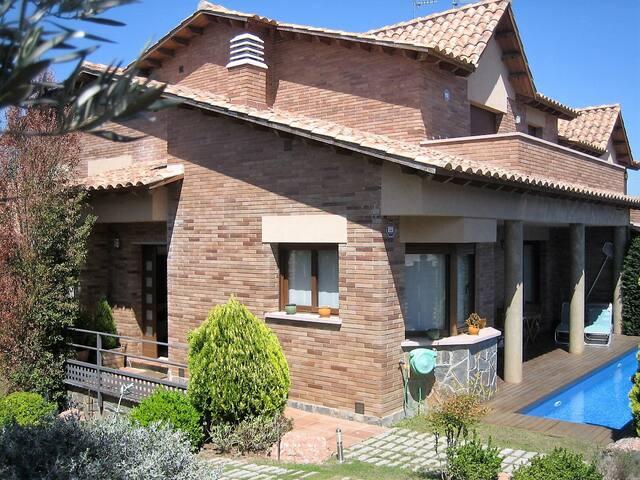 Habitación doble en casa con piscina - Sant Esteve Sesrovires - Hus