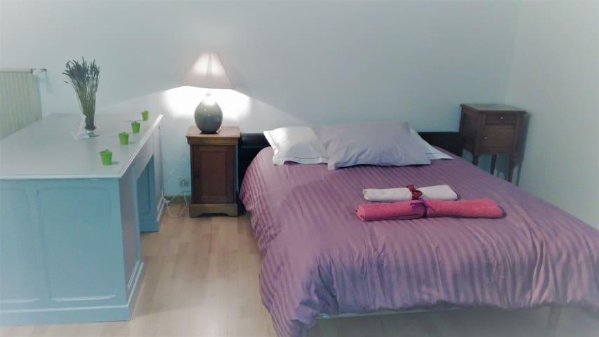 Chambre dans maison agréable en lisière de forêt - Le Poinçonnet - Huis