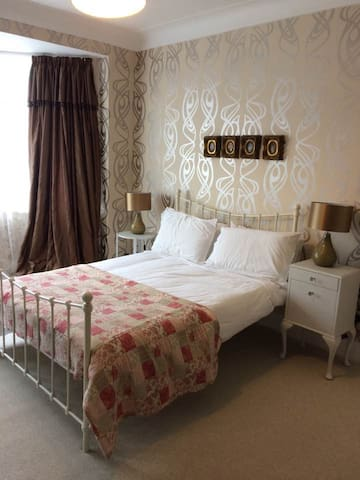 Large comfortable space in peaceful area - Southend-on-Sea - Hus