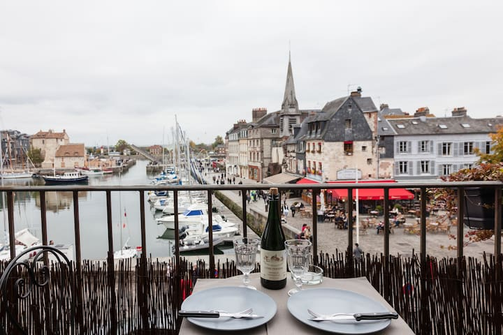The balcony of the harbor . super center .romantic - Honfleur - Daire