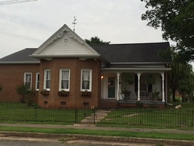 Cute room in a charming house - Clarksville - Hus