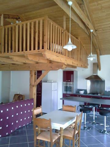Loft dans grange rénovée - Rauret - Departamento