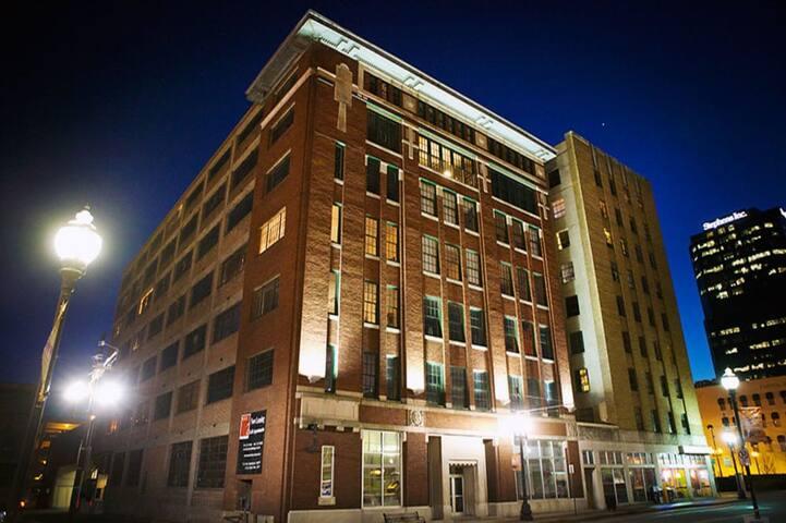 *Downtown Living* Spacious River Market Loft! - Little Rock - Loft