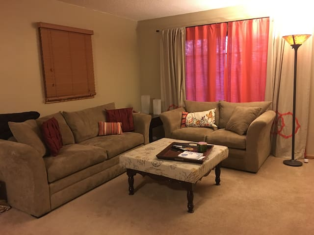 Centrally located 2BR House - Des Moines - Casa