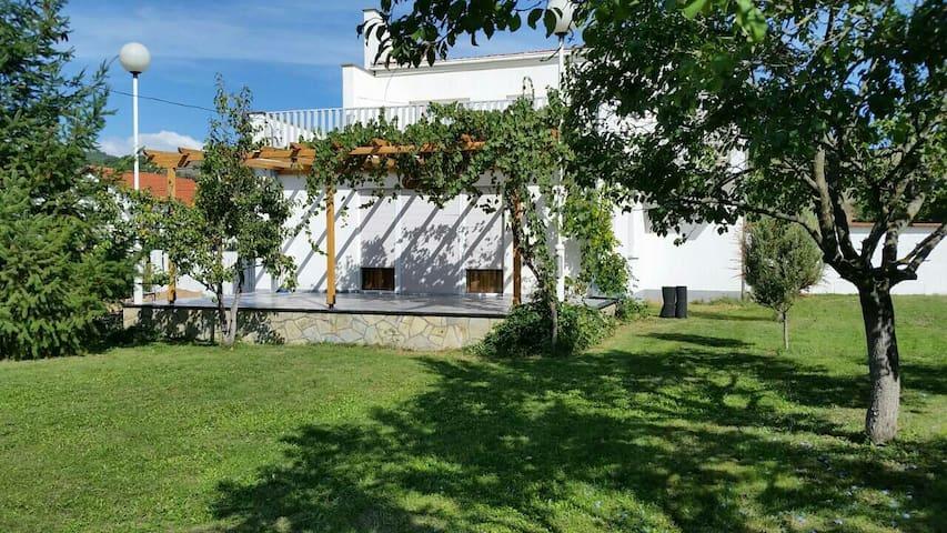 Modern house 7 km from Gjilan - Gjilan - Rumah