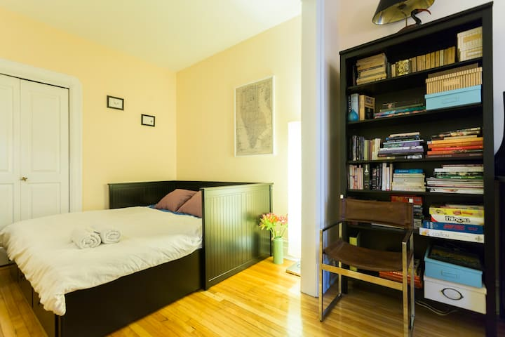Cozy double room in a character home 10min from DT - Montréal - Apartament