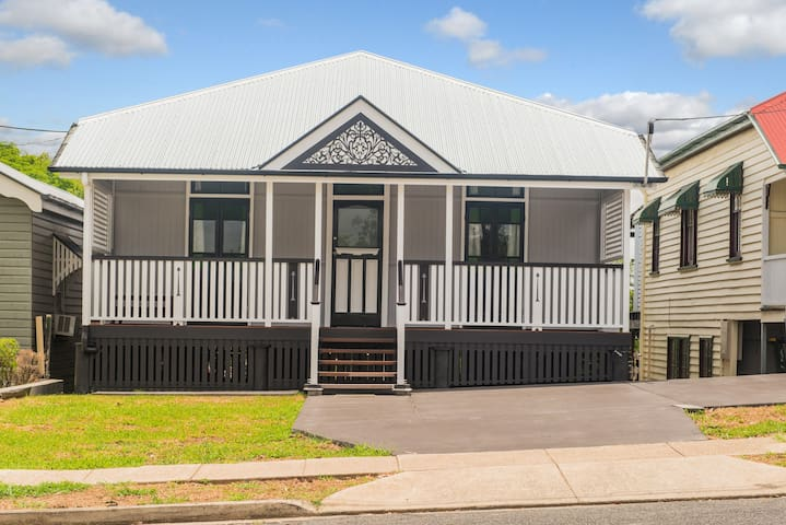 3km from CBD, walk to Victoria Park, RBH & QUT - Herston - Huis