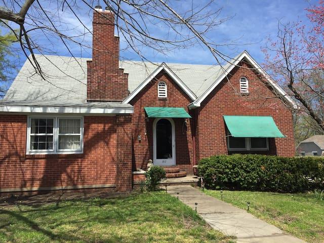Vintage Brick Home - Carbondale