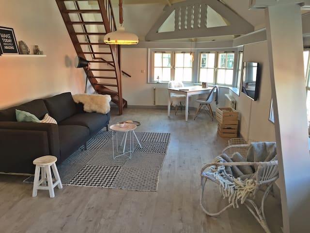 Mooie lichte sfeervolle suite - Den Burg - Huoneisto