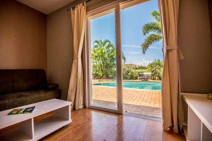 Self contained, sunny guest 2 room-apartment. - Noumea - Hus