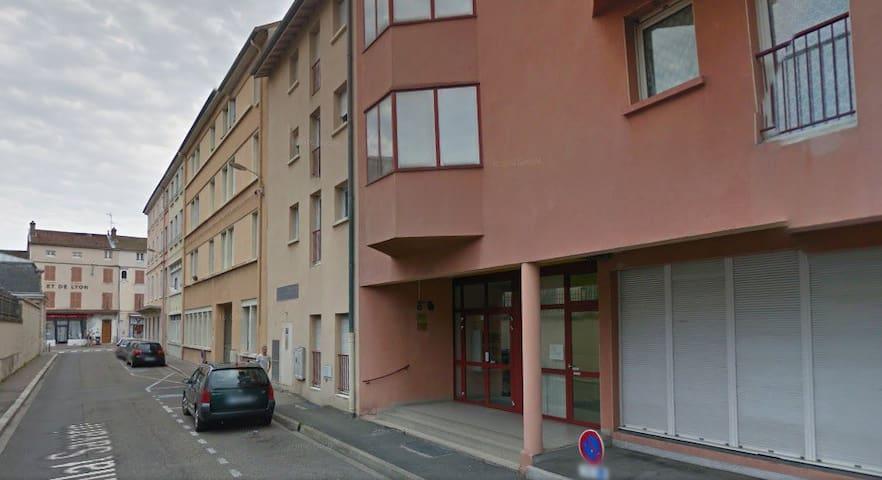 Pratique studio à côté de la gare - Bourg-en-Bresse - Daire