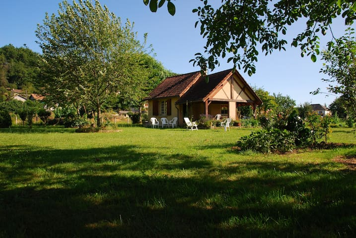 Lovely Country House in Montignac Lascaux - Montignac - Huis