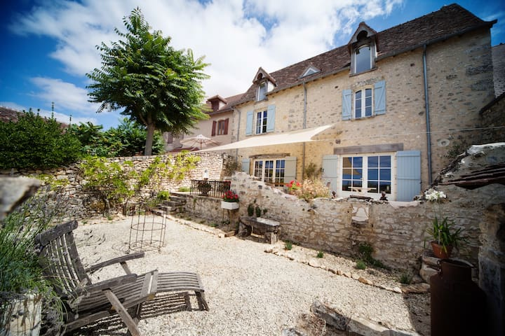 Beautiful village house with stunning views - Angles-sur-l'Anglin - Ev
