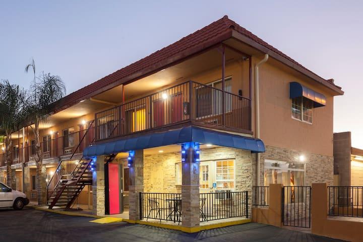 Travelodge El Cajon - 1 Room Private Wifi, Parking - El Cajon - Autre