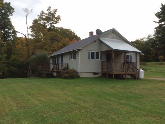Peaceful Country Home - Guilford - Hus