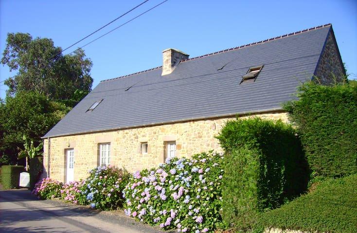 Charmante maison de campagne - La Pernelle - Huis
