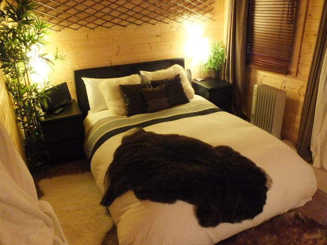 The French Sanctuary B&B - Burntwood - Bed & Breakfast