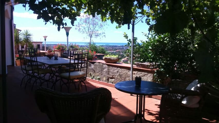 Charming house with beautiful view to the ocean. - Carrara - Willa
