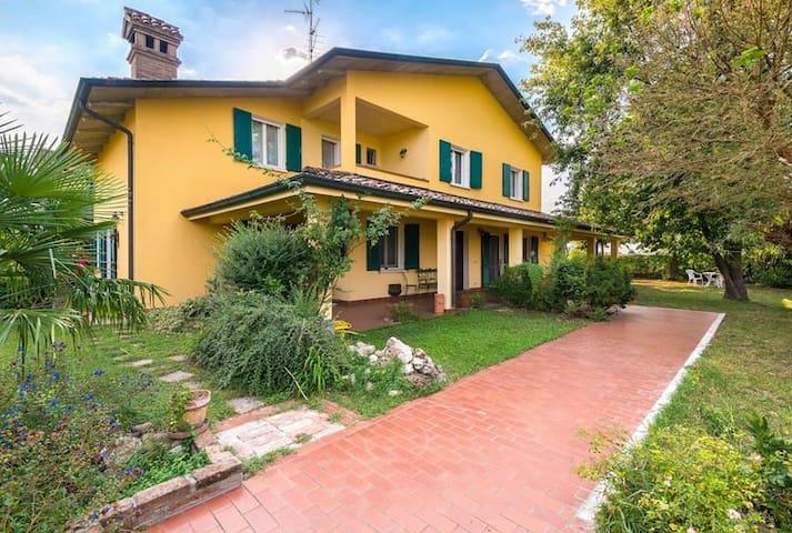 VillaSiria per vacanze, soste, lavoro - Villarotta - Villa