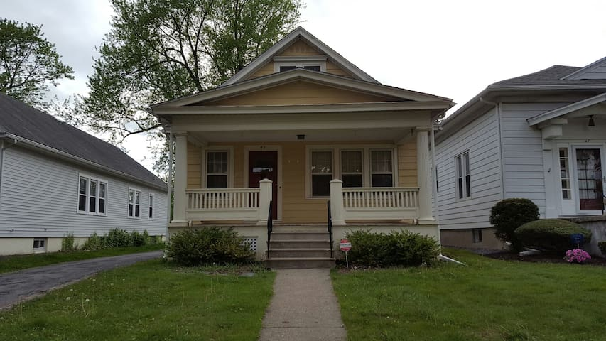 Cute House in Quiet Neighborhood - Albany - Hus