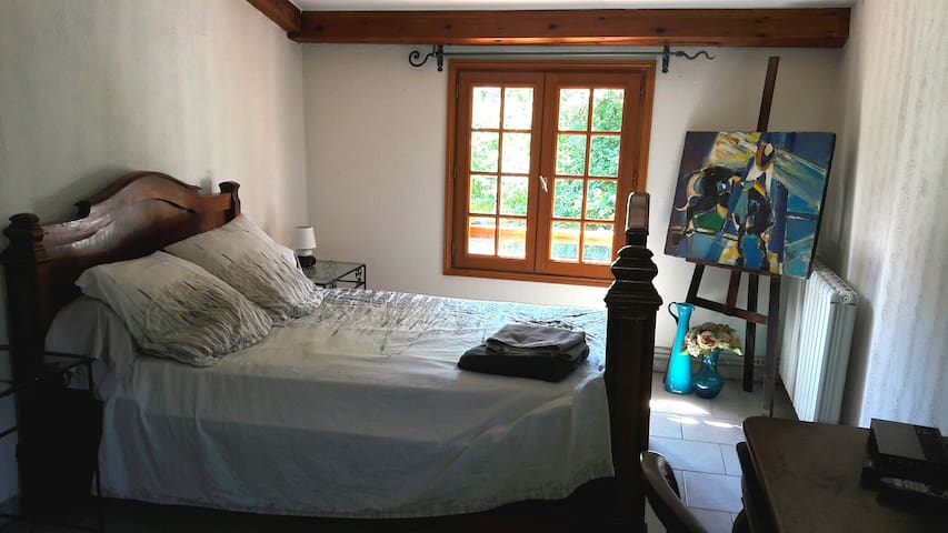 Beautiful bedroom in a small village - Tavera - Huis