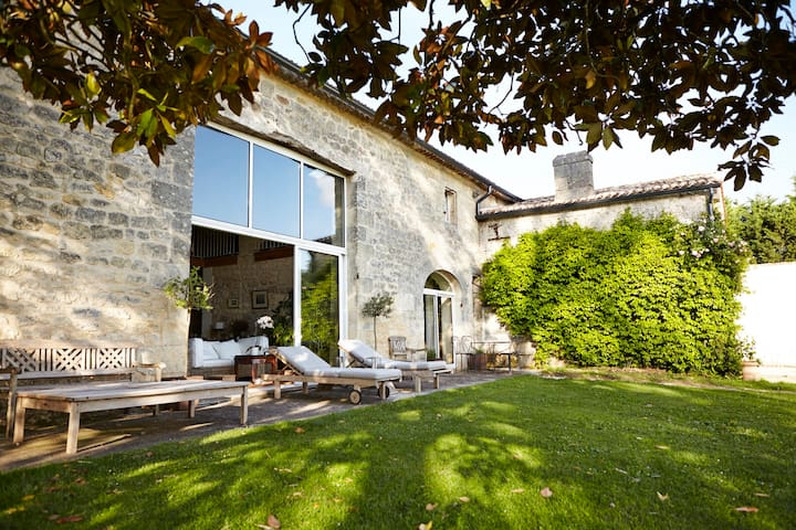 Authentic stone house in the vineyards - Grézillac - Huis