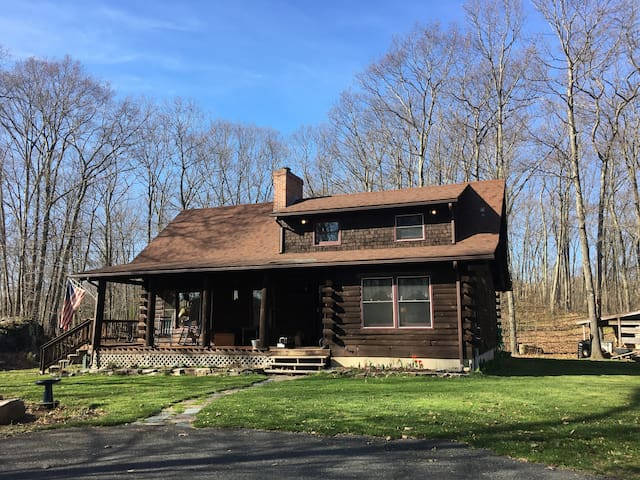 Country setting with trails - Monson - Hus