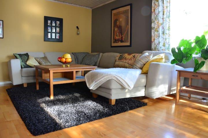Home from home in beautiful Alingsås, entire floor - Alingsås - Casa