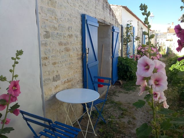 Charming studio in the heart of the old town - Saint-Denis-d'Oléron - Hus