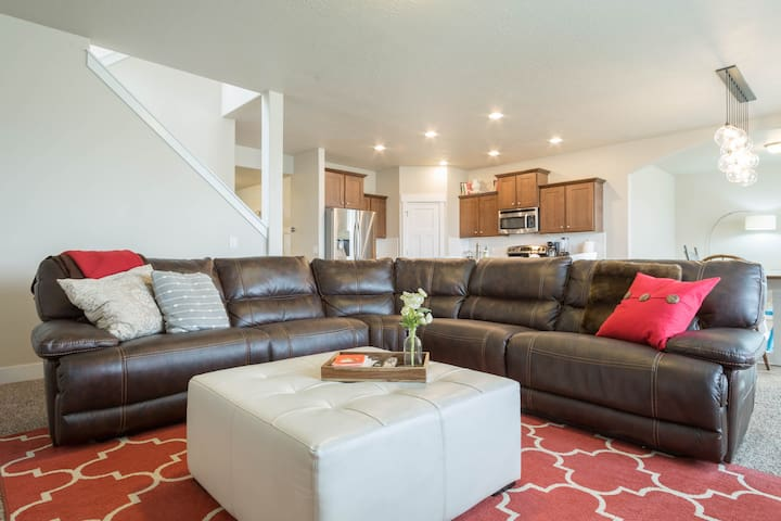 Spacious 5 Bedroom Home With Amazing Natural Light - South Jordan - Huis