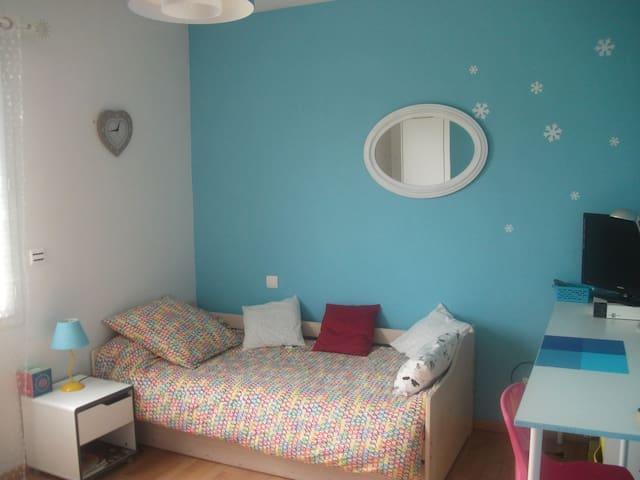 Chambre dans maison avec jardin - Oloron-Sainte-Marie - Ev
