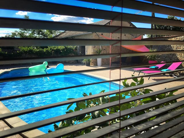 Charming house with private pool - Louin - Casa