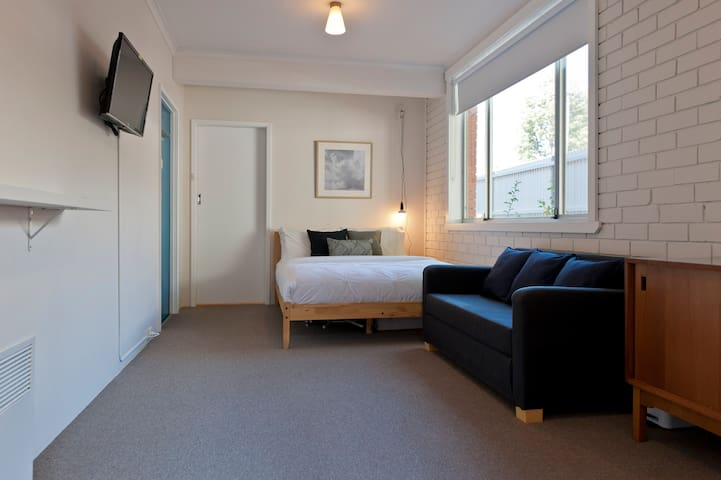 Cosy, Clean & Central - West Hobart - Apartemen