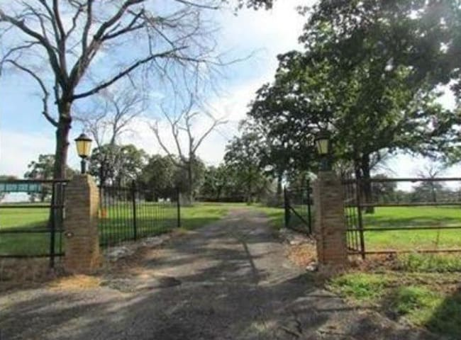 Private room on nice country estate - Hearne - Hus