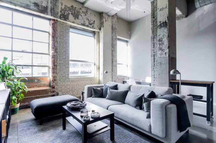 Downtown Luxury Loft in Historic Building - Dallas