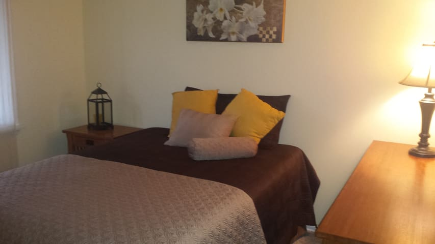 Affordable with Value on East Side - Fairport - Hus