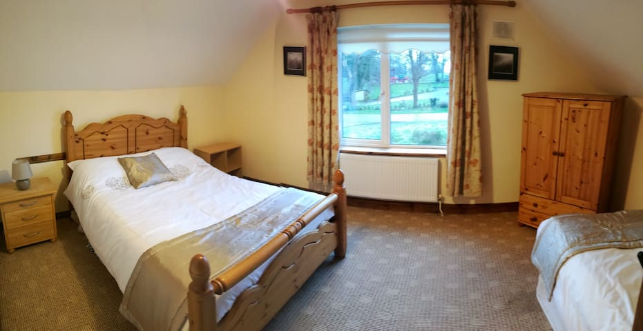 3 Bed room B&B accommodation - Mullaghland - Bed & Breakfast