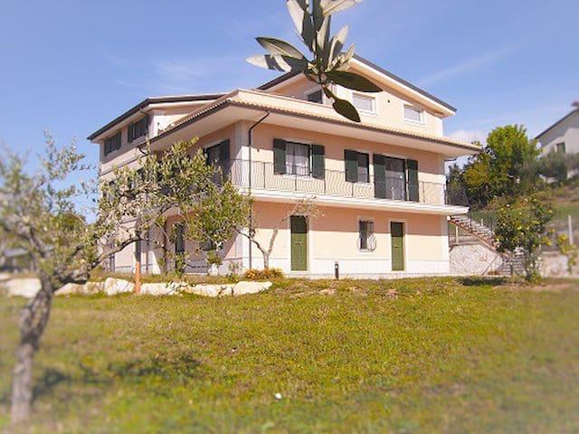 Diamante House 763 Stupenda villa nel verde - Atina - Apartemen