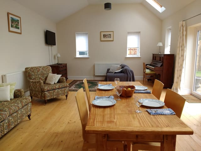 A large 2 bedroom barn property in North Norfolk. - Whissonsett - Huis