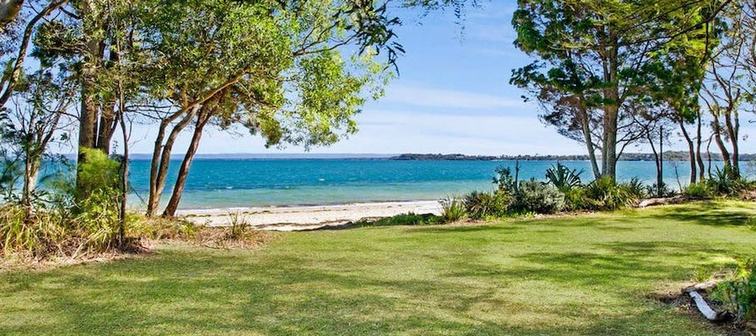 Absolute Beach Front Home - Bongaree - Huis