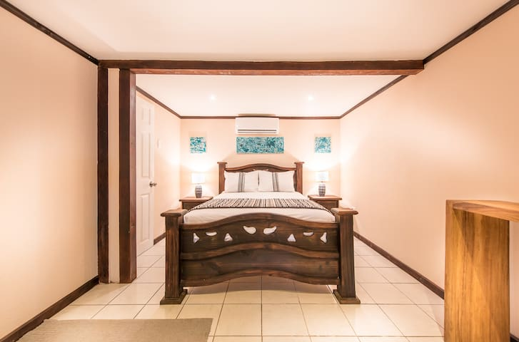 Beachfront Room at Tamarindo Beach. - Tamarindo - Aamiaismajoitus