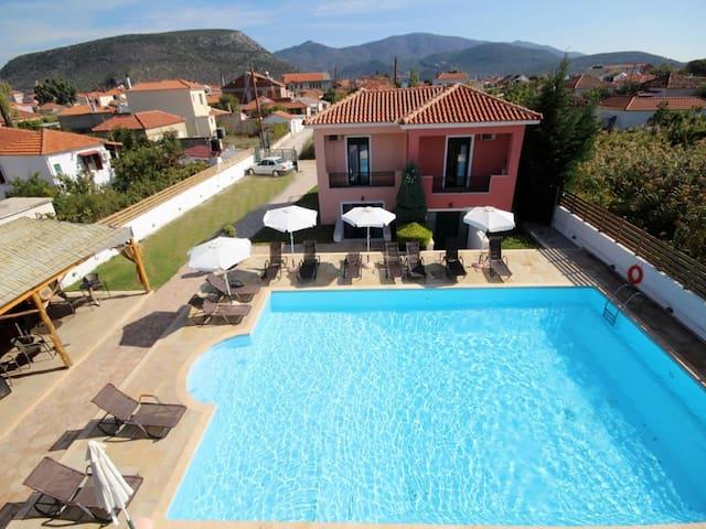 Ann George Resort country maisonette - Perama