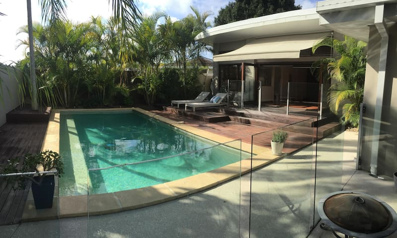 Luxury room with a pool view - Broadbeach Waters - Huis