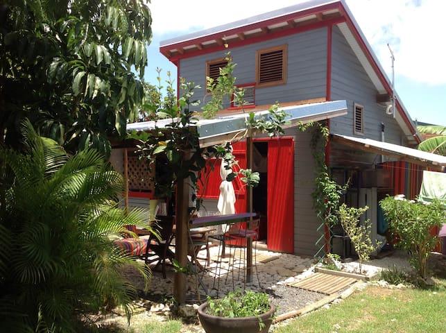 Le petit bungalow haut en couleur !!