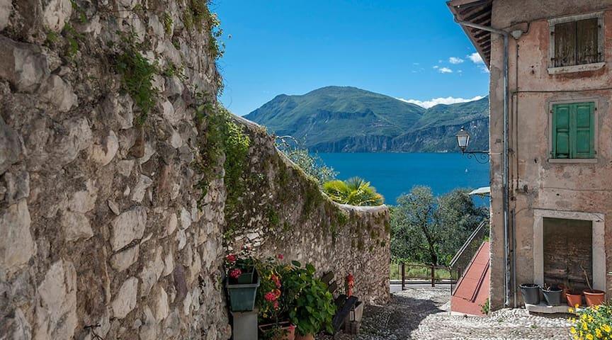 Spacious house close to the lake - Brenzone sul Garda - Apartamento
