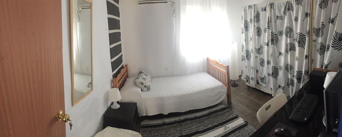 1 habitacion en casa con encanto - Mairena del Aljarafe - Huis