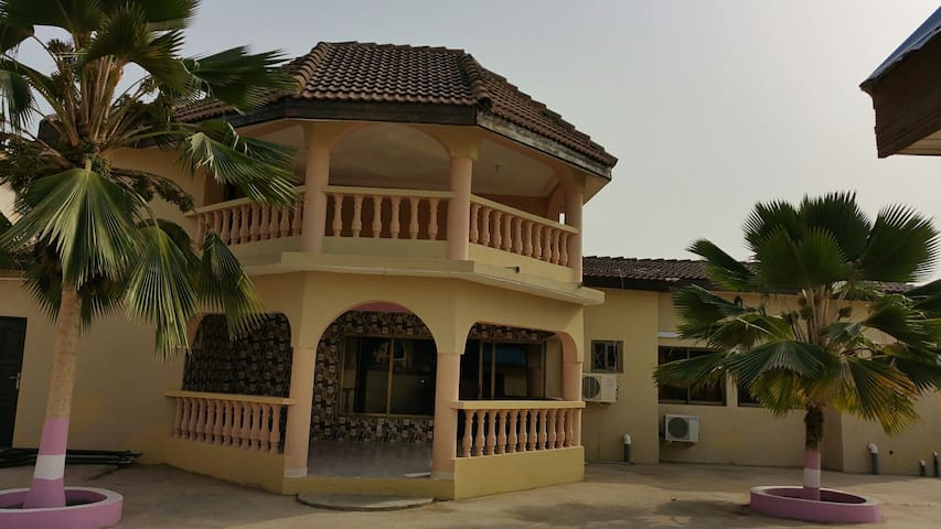 Tropical Nectar Guesthouse - Room 5 - Spintex - Bed & Breakfast