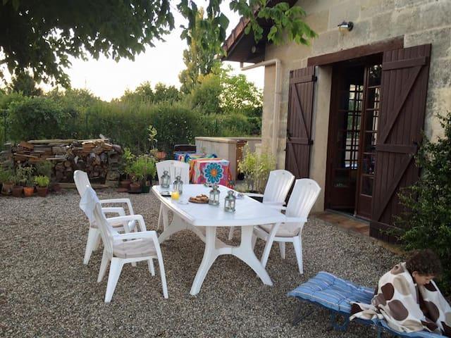 Village house in the Cotes de Bourg vineyards - Samonac - Huis