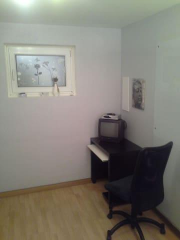ruhiges Zimmer für 1 Person - Reichertshofen - Rumah